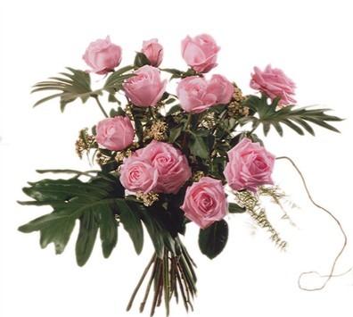 12 Roses roses avec verdures N° 9