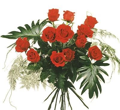 12 Grandes  Roses rouges avec verdures N° 6