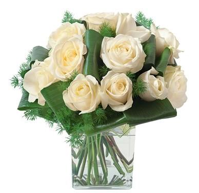 Bouquet de 15 roses blanches avec vase  N° 11